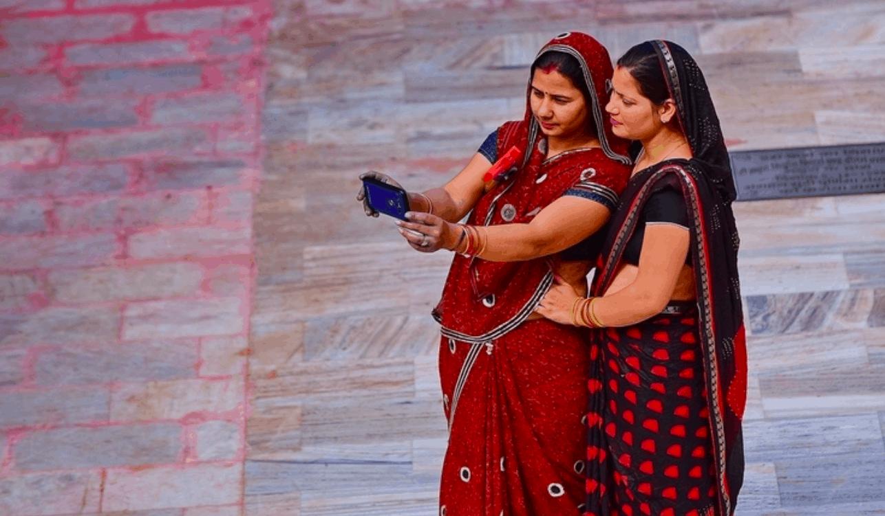 India's smartphone users crosses 500 million mark