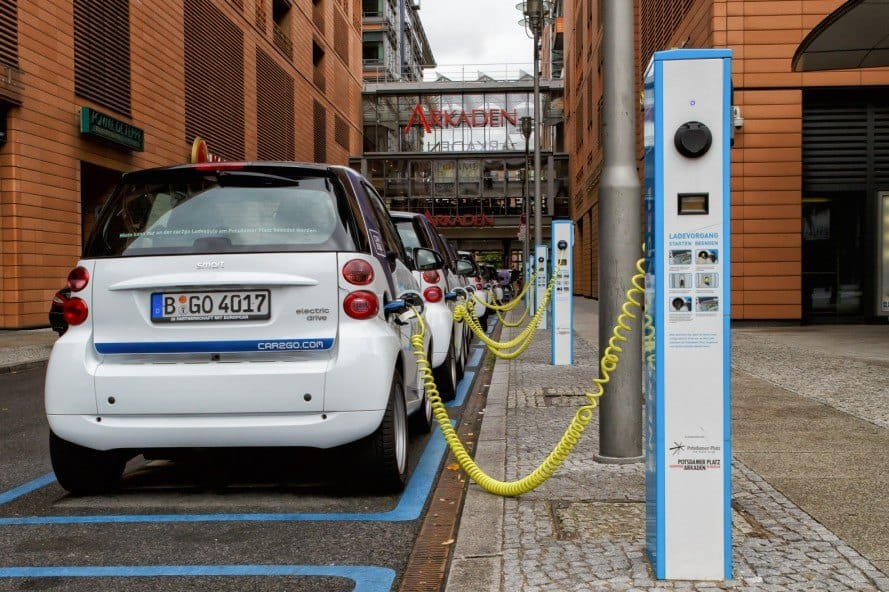 Singapore aims for 50% electric vehicles by 2050